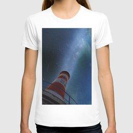 Lighthouse under starry sky T-shirt