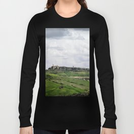 A pastoral view of Pienza, Italy Long Sleeve T-shirt