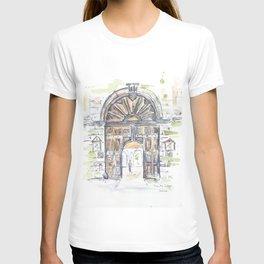 Gates of Trinity College, Dublin. T-shirt