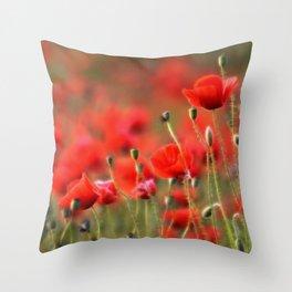 Mohnblumenwiese Throw Pillow