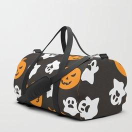 Happy halloween pumkins and ghosts pattern Duffle Bag