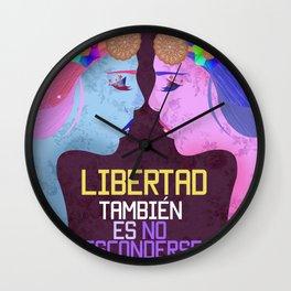 Amor es libertad Wall Clock