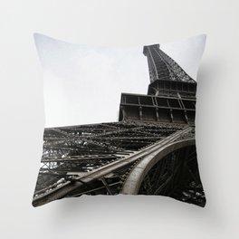 Le Tour Eiffel - Paris Throw Pillow