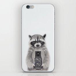 Raccoon Measuring Light / Mapache Midiendo la Luz iPhone Skin