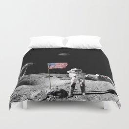 Battle of moon v2 Duvet Cover