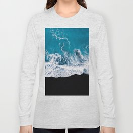 Black sand beach with waves and blue Ocean in Iceland – Minimal Photography Long Sleeve T-shirt