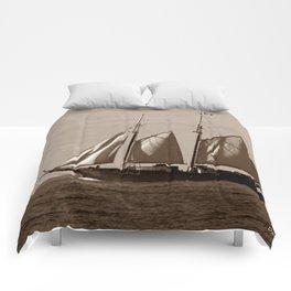 Goellette Grosse Ile Comforters