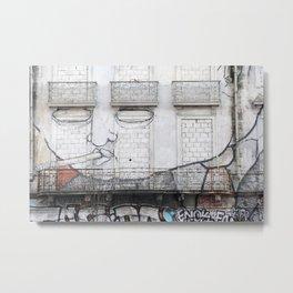 The facade's face, graffiti Metal Print