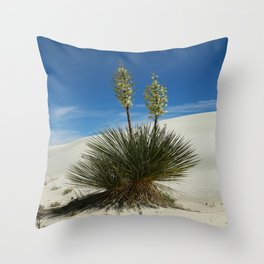 Soap Yucca In The White Sands Dunes Throw Pillow