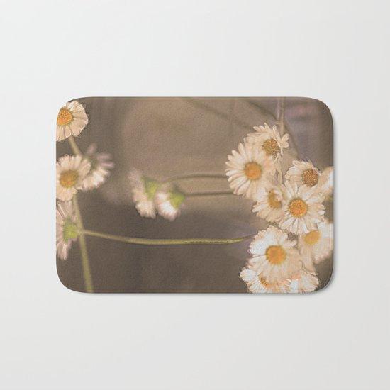 Vintage daisies(2). Bath Mat