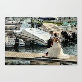 Les mariés au port Canvas Print
