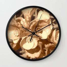 Jolies fleurs de mars en sépia Wall Clock