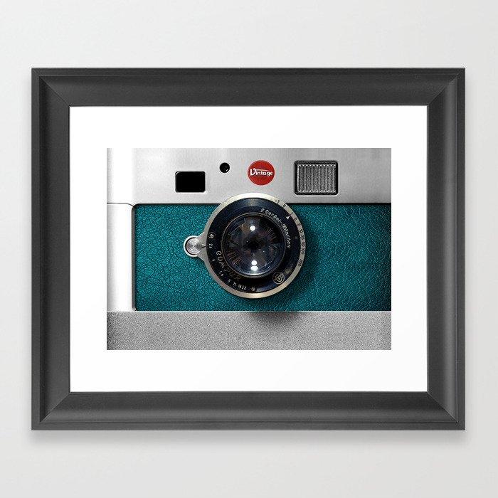 Blue Teal retro vintage camera with germany lens Gerahmter Kunstdruck