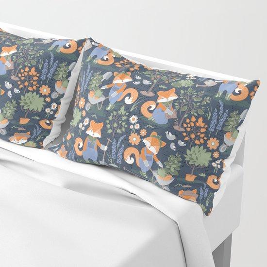 The foxy gardener // orange foxes by selmacardoso
