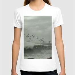 Birds dancing in the waves T-shirt