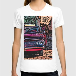 Old american car in Trinidad, Kuba T-shirt