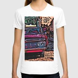 Old american car in Trinidad, Kuba T-shirt