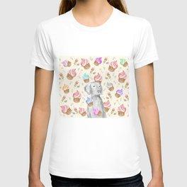 CUPCAKES AND WEIMARANER T-shirt