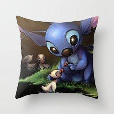 LILO E STITCH: CUTE STITCH PLAYING Throw Pillow
