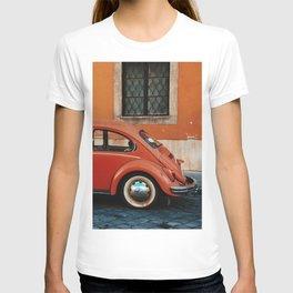 Retro beetle in Buda, Budapest, Hungary  T-shirt