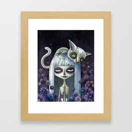 Felina de los muertos Framed Art Print