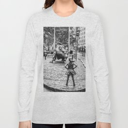 Fearless Girl & Charging Bull in the rain Long Sleeve T-shirt