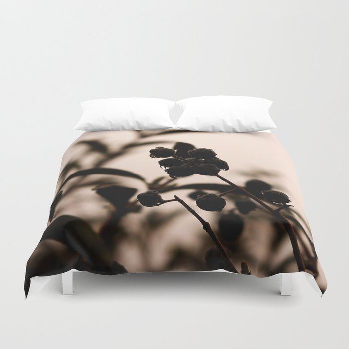 raindrops and hedge berries Duvet Cover