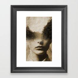 La dama del lago Framed Art Print