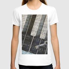 Piano Keys black and white - music notes T-shirt