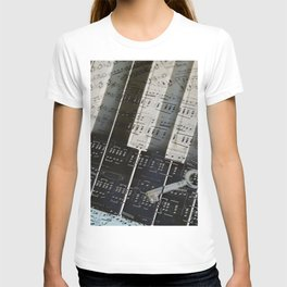 Piano Keys black and white - music notes T-shirt