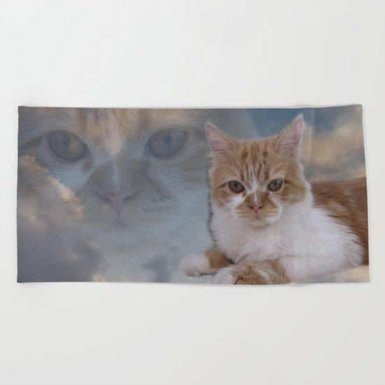 Dramatic Cat Face Beach Towel