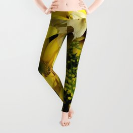 Floral Bouquet: Yellow Daisies and Yellow Roses Leggings