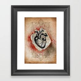 Corazón Sangriento Framed Art Print