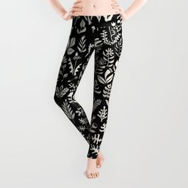 Black and white botanical pattern Leggings