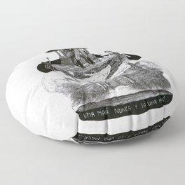 uma maça nunca é só uma maça Floor Pillow