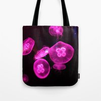 jelly fish Tote Bags featuring Jelly Fish by desidero