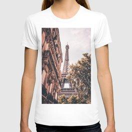 Paris Eifel Tower Pink photography in HD T-shirt