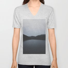 Belis lake / travel & adventure Unisex V-Neck