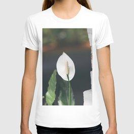 flower photography by Bekir Dönmez T-shirt