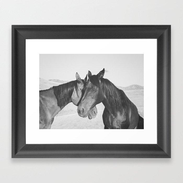 Horse Hug in Black and White Gerahmter Kunstdruck