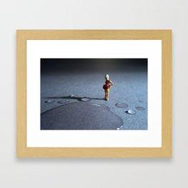 el peligro de poder ahogarse en una gota de agua. Framed Art Print