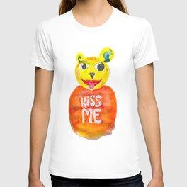 kiss me bear T-shirt