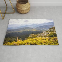 On edge of the cliff Rug