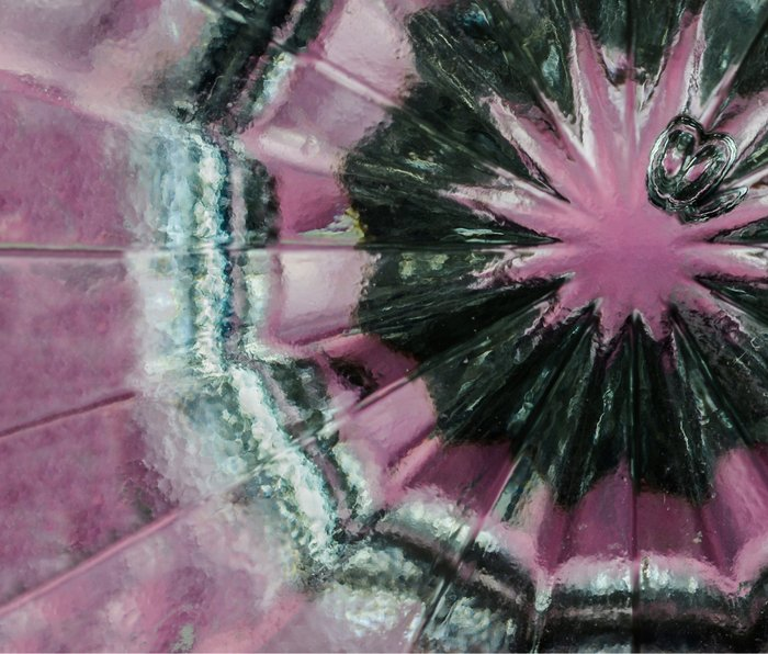 Black and pink abstract Metal Travel Mug