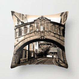 Hertford Bridge of Sighs Oxford England Throw Pillow
