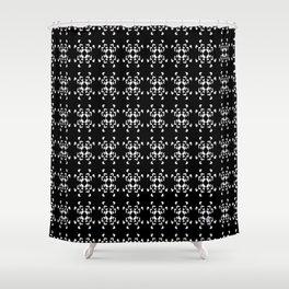 La Vida en Blanco y Negro 2 Shower Curtain