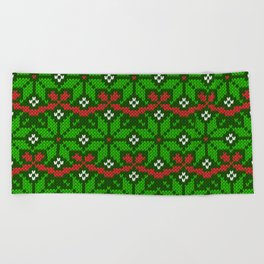Festive knitted snowflake motif pattern in green & red Beach Towel