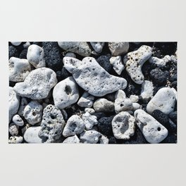 Black and White Rocks Mixed with Lava Rocks in Hawaii Rug