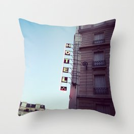 le signe de l'hôtel Throw Pillow