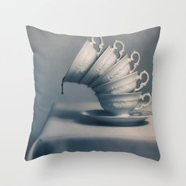 Attention ! Throw Pillow